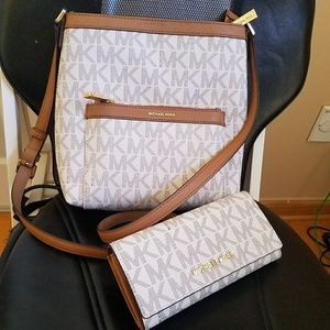new $450 wallet +crossbody set authentic michael